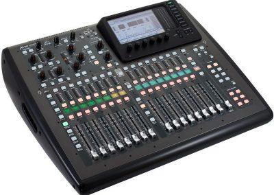 Table de mixage BehringerX32 Compact